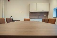 一张空的桌在体育馆里 图库摄影