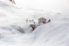 一张通行证的步行者在瑞士 库存图片