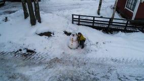 一张雪人新年冬天照片的画象从高度的 库存照片
