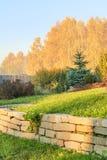 一张高山幻灯片的片段在秋天庭院里 免版税库存图片
