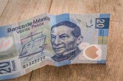 一张20个墨西哥比索票据似乎是愉快的 库存图片