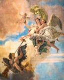 一张绘画的细节在一栋新古典主义的别墅的天花板的 免版税库存图片