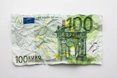 一张hundret欧洲票据,在白色隔绝的起皱纹的100欧元票据 免版税库存照片