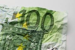 一张hundret欧洲票据-起皱纹的100欧元票据宏指令 库存图片