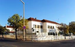 一所公开小学在法鲁,阿尔加威,葡萄牙 图库摄影