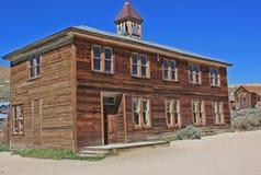 一所学校在Bodie,加利福尼亚被放弃的金矿镇  图库摄影