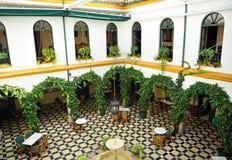 一所安达卢西亚的庄园住宅,卡夫拉,科多巴省,西班牙的庭院 免版税库存图片