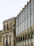 一所现代学校建造在宫殿里面 免版税库存照片