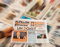 一手指法国杂志和唐纳德・川普 库存照片