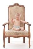 一把古色古香的椅子的男婴 免版税图库摄影