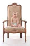 一把古色古香的椅子的男婴 免版税库存图片