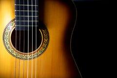 一把声学吉他的细节 免版税库存照片