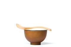 一把木匙子和饭碗 免版税库存照片