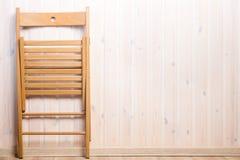 一把木折叠椅和地方权利 图库摄影