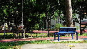 一把椅子在公园背景中 免版税图库摄影