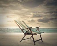 一把椅子在海边 免版税库存图片