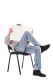 一把椅子的人与杂志 库存图片