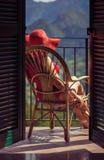 一把椅子的女性在阳台 免版税库存照片