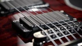 一把电吉他的极端特写镜头 股票录像