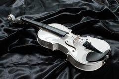 一把白色小提琴的照片 免版税库存图片