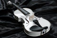 一把白色小提琴的照片 库存照片