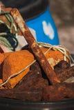 一把老生锈的锤子 免版税图库摄影