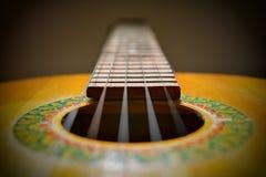 一把老葡萄酒吉他的曲调 免版税库存照片