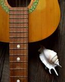 一把老葡萄酒吉他的曲调 免版税库存图片