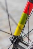 一把色的fixie自行车叉子的宏观细节 免版税库存图片