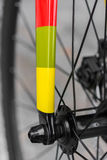 一把色的fixie自行车叉子的宏观细节 库存图片