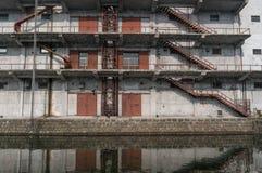一排老工厂厂房 免版税库存图片