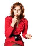 一支红色礼服唇膏的女孩 图库摄影