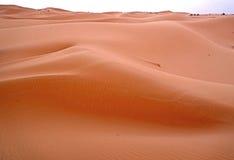 一新的天的黎明在尔格沙漠沙丘的在摩洛哥 图库摄影