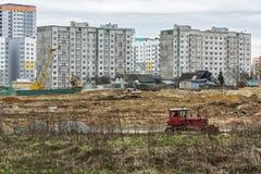 一新的microdistrict的建筑在demolishe的站点的 库存照片