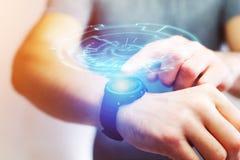 一未来派技术轮子出去的概念smartwatch 库存照片