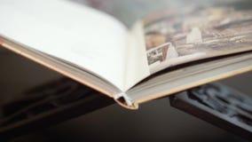 一本书关于菩萨医学 股票视频