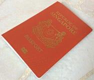 一本新加坡护照 库存照片
