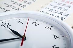 一本日历的板料与clockface的 免版税库存图片