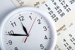 一本日历的板料与clockface的 图库摄影