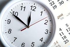 一本日历的板料与clockface的 免版税库存照片