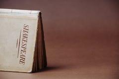 一本旧书莎士比亚著 免版税库存照片