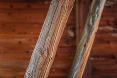 一本老木日志的一个美丽的特写镜头 一部分的一个历史的铜矿大厦 免版税库存照片