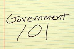 一本黄色便笺簿的政府101 免版税库存照片