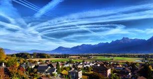 一朵云彩的踪影从一架飞机的在天空 图库摄影