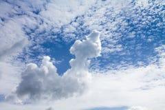一朵异常的白色云彩 图库摄影