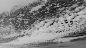 一朵消极云彩的照片在天空的 免版税库存照片