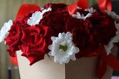 一朵玫瑰的美丽的花在箱子的 库存照片
