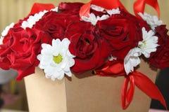 一朵玫瑰的美丽的花在箱子的 免版税库存照片