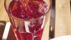 一束樱桃和樱桃汁在桌上 影视素材