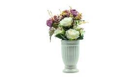 一束花在一个白色花瓶的 免版税库存图片